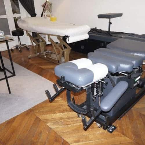 Planche d'examen de l'ostéopathe pour les manipulations et massages.