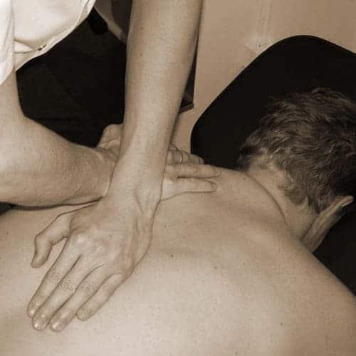 Douleur dans le dos ? L'ostéopathe vous aide à faire disparaître la douleur.